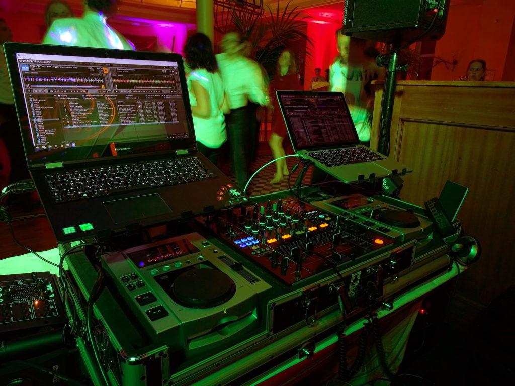 DJ in Hoppegarten bei einer Hochzeit undanschließender Party